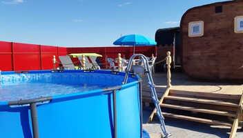 В комплексе «Алые паруса» открыли летний бассейн